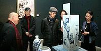 何家英来津观看陶瓷艺术展