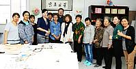 天津工笔女画家到航天城社区公益辅导