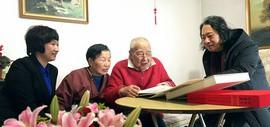 天津画院院长贾广健春节前夕看望老艺术家秦征先生 送上新春祝福