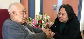 天津画院院长贾广健探望恩师孙其峰 送上戊戌新春祝福