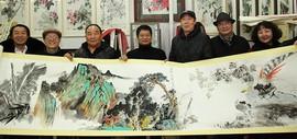青绿笔墨开新境 著名画家闫勇在鹤艺轩创作大幅画作《溪山行旅图》