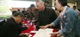 《红楼梦群芳图》邮资明信片在天津首发 彭连熙联手欧阳奋强现场签售人气火爆