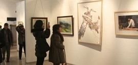 高清图:展示中国北方水彩艺术魅力 天津第八届水彩画展亮相财经大学