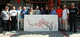 """花鸟画家刘新尧在鹤艺轩创作大幅画作 《君子之风》尽展""""霍氏花鸟""""神韵"""