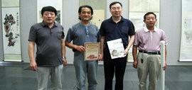 高清图:刘荣生向天津图书馆赠送巨幅画作《梅兰竹菊》