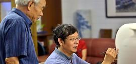 高清图:津门知名画家走进天津美术网瓷艺基地进行青花创作