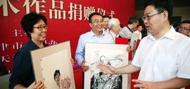 """高清图:""""辉光日新—画家走近道德模范""""美术作品展在天津美术馆开展"""