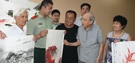 高清图:迎八一建军节 著名画家百岁老人夏明远绘画慰问津门子弟兵
