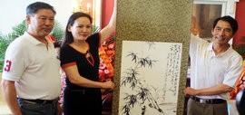 高清图:画家张精来喜收两位新徒 澳籍华人夫妇成为入室弟子