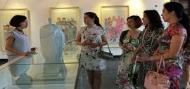 高清图:旗袍,难舍的古典情怀 马兆琳水墨展在北塘古镇开幕