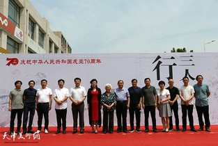 """视频:""""三人行""""李孝萱、肖培金、孔宪江水墨画展在宝坻区展出"""