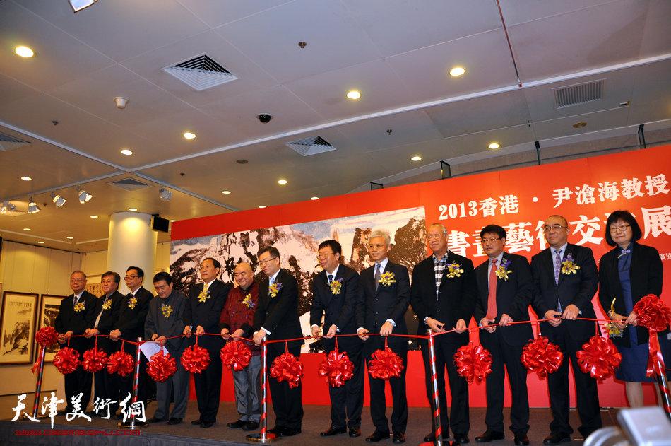 2013香港·尹沧海教授书画艺术交流展在香港中央图书馆举办。