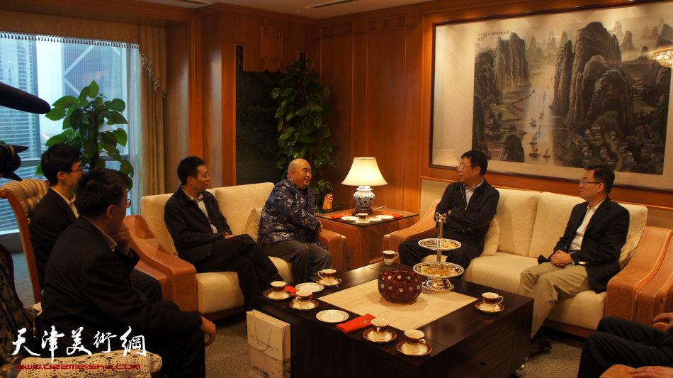 2013香港·尹沧海教授书画艺术交流展在香港中央图书馆举办。图为尹沧海教授与朱光磊副校长、张亚主任拜访外交部驻香港特别行政区特派员宋哲大使。
