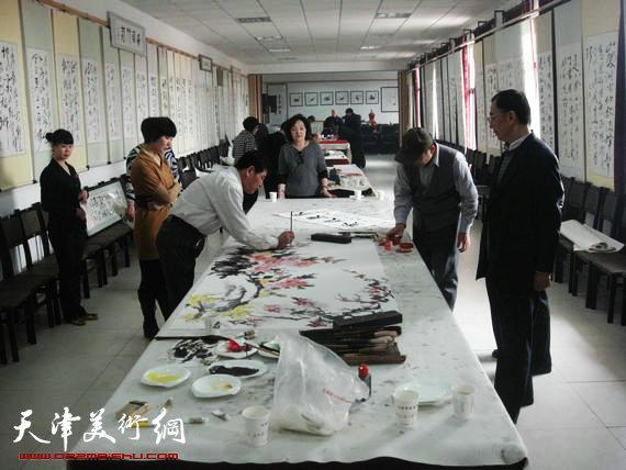 屈自森艺术馆举行胜春书画笔会
