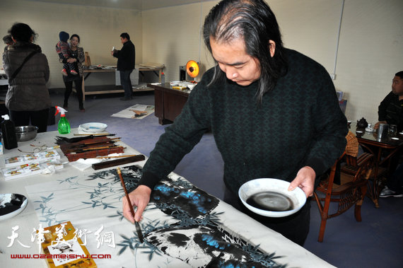 天津著名画家王东风在临沂。