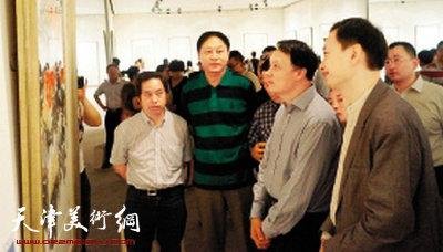 首届全国中青年花鸟画展在京举行