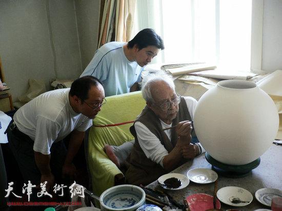 刘立刚和孙奇峰先生、孙岩先生在一起。
