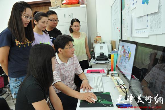 著名的平面设计家、第六届东亚运动会吉祥物设计者、天津美术学院设计艺术学院长郭振山