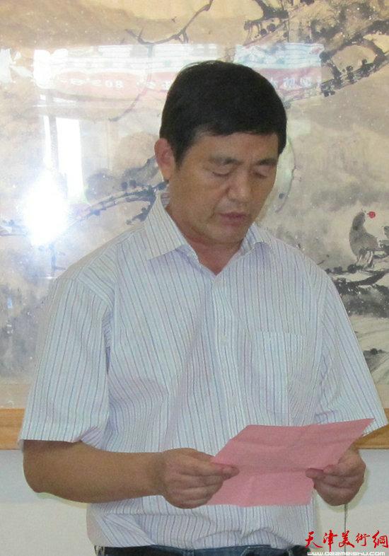 东营市美协主席陈宏光主持开幕式