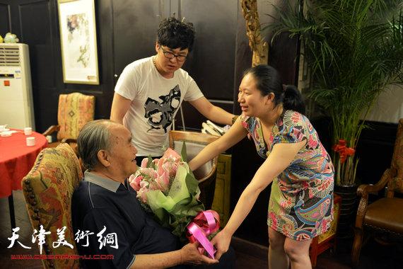 书法大师孙伯翔在津收中国美院讲师蒋曼萝为徒