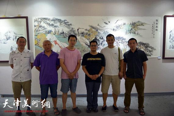 闫勇与孙岩、崔雪涛、周午生、窦良羽、韦韬在画展上