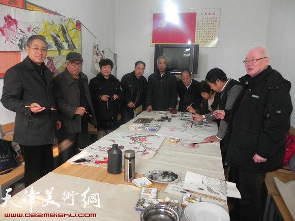 西青区书画家下乡送文化,图为活动现场
