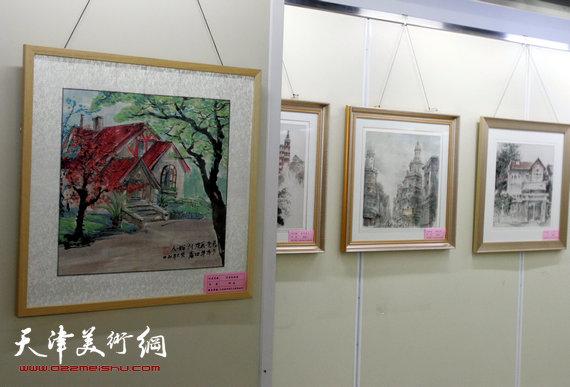 """图为""""美丽和平""""政协书画作品展现场。 何成摄"""