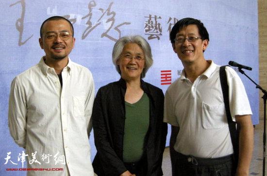 王公懿与友人在中国美术学院