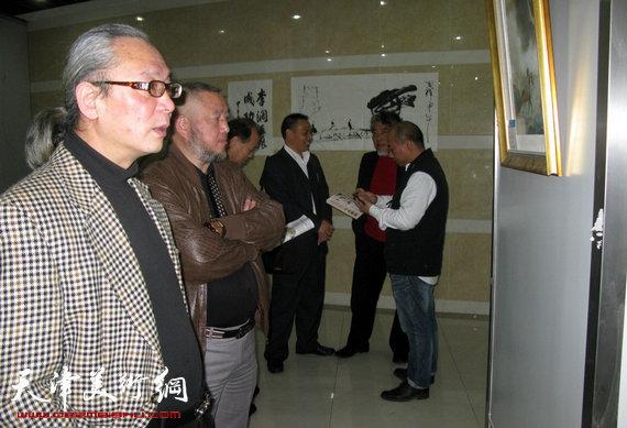 李澜画马巡展上海展览开幕,图为画展现场。