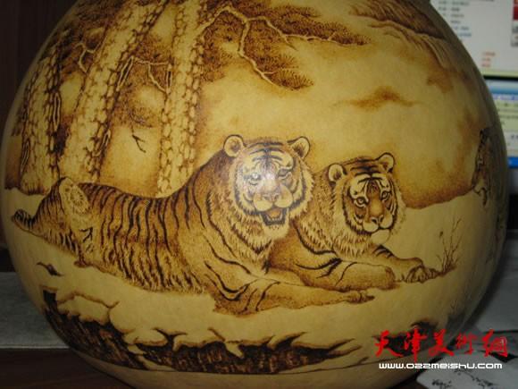 葫芦烙画将中国画的工笔,写意,白描等技法与烙画相结合,赋予葫芦以