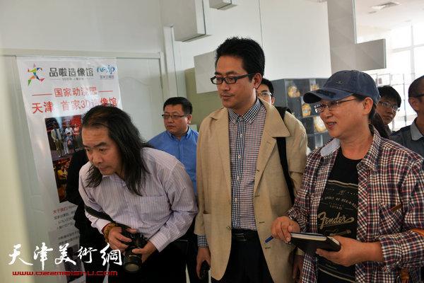 书画家在了解天津首家3D造像馆
