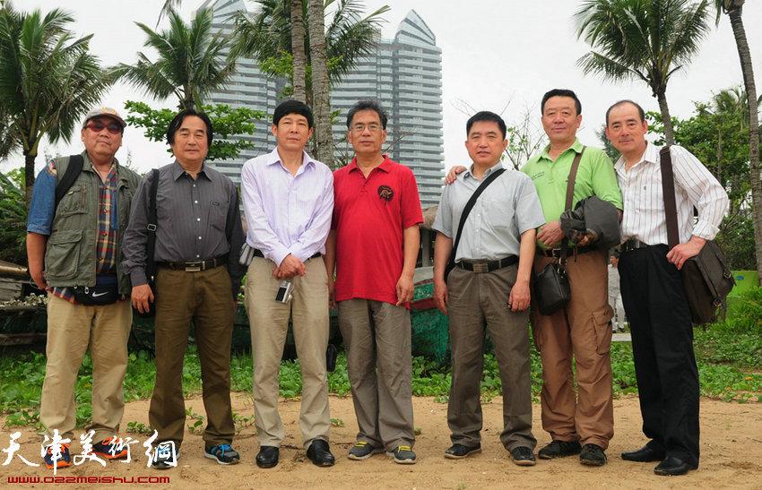 雕塑家应邀齐聚潭门,图为(左起)水彩画家苏家忠,陈重武,油画家李国柱