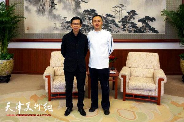 图为柴博森与中国美协副主席何家英在天津