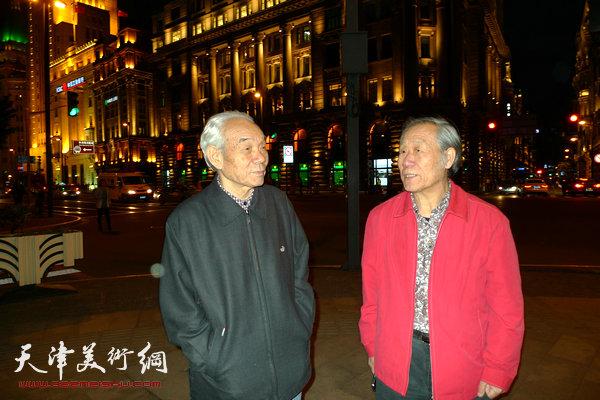 图为纪振民、姬俊尧在上海外滩。
