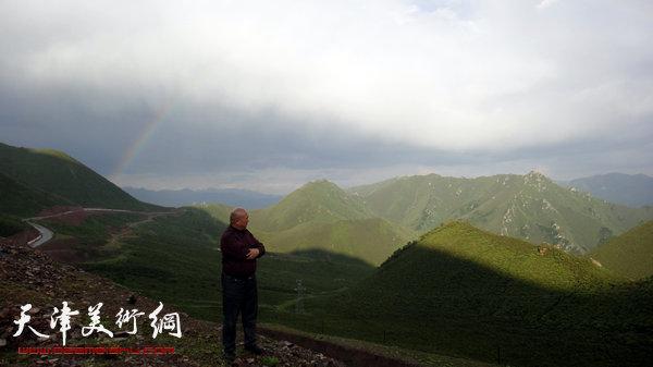 尹沧海写生途中偶遇彩虹