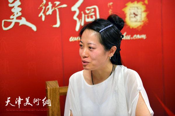 青年女画家田娟做客天津美术网
