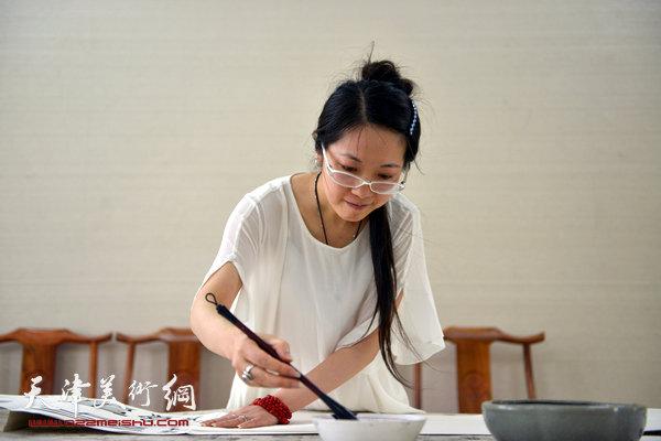 田娟在天津美术网