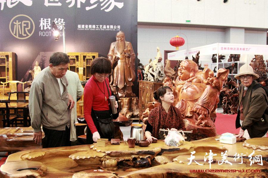 第四届中国国际民间艺博会暨第四届中华(天津)民间艺术精品博览会在天津梅江国际会展中心举行。