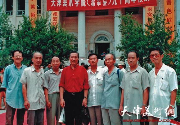 天津美术学院北洋水师学堂九十周年活动现场(左4为邓家驹)
