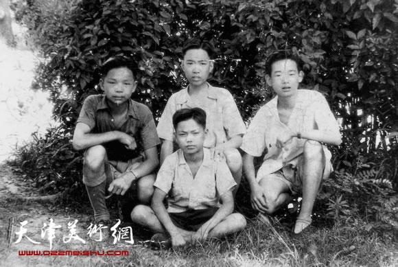 少年时期的邓家驹(上排左2)