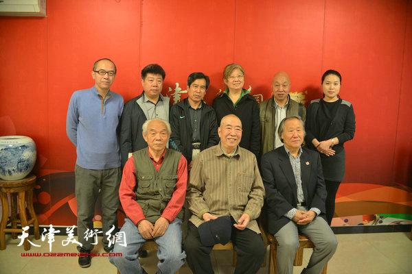邓家驹、谢殿卿等来宾与纪振民、姬俊尧等在天津美术网