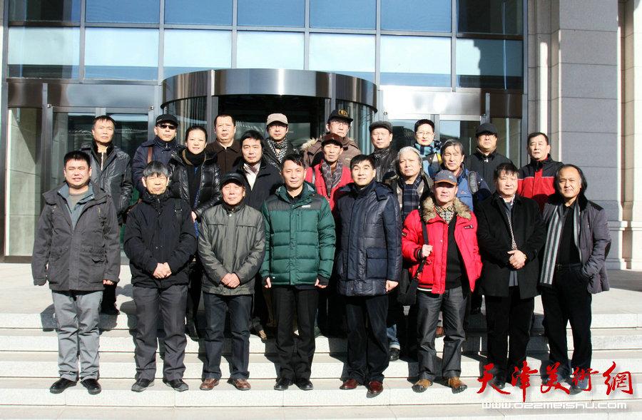 津门书画家走进国家海洋博物馆活动在中新生态城渤海监测监视基地举行。