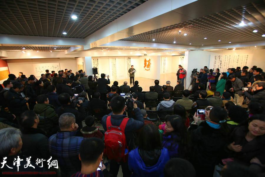 """12月21日,""""墨舞苍穹——封俊虎草书艺术展""""在京开幕。"""