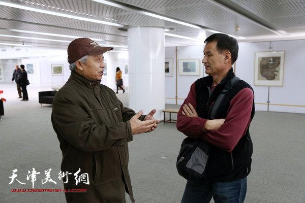 油画家曾抒嘉与版画家宗明涛在王胜红画展上