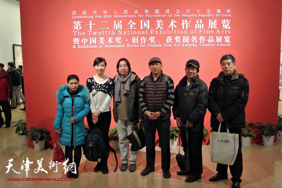 左起张荔萍、李悦、杨亦谦、郑爱民、高维星、房国文在展厅