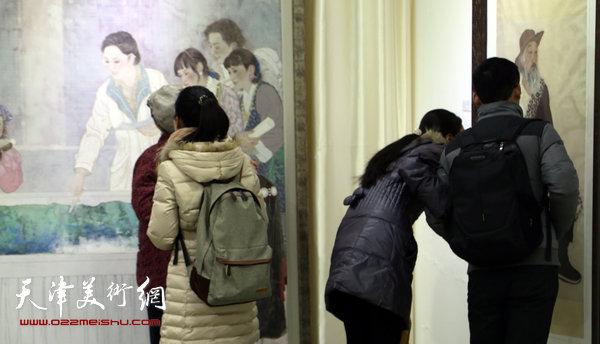 于栋华博士毕业作品展1月21日在天津大学一得轩开幕,图为画展现场。