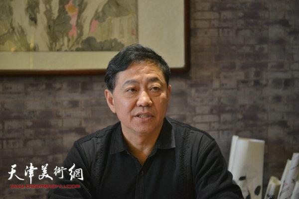 天津市书法家协会硬笔书法研究会秘书长马培鑑。
