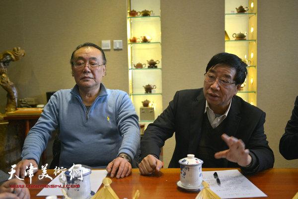天津市书法家协会硬笔书法研究会副会长陈传武、理事邓金城。