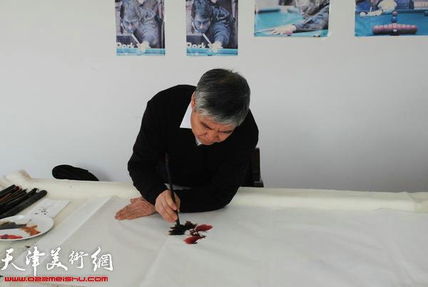 天津师范大学书画院书画家慰问津门子弟兵,图为张瀛洲