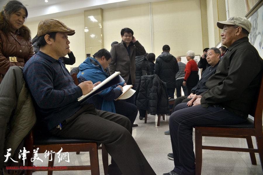 """天津市美协""""结对子、种文化""""走进宝坻水苑社区主题实践活动,图为"""